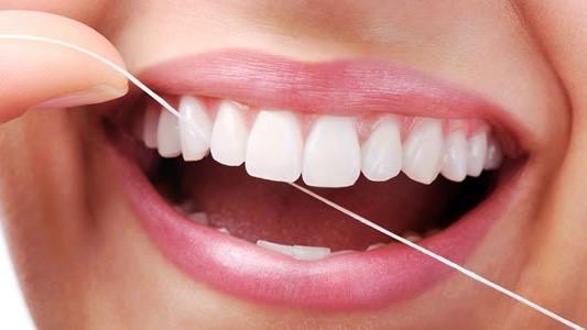 Zahnreinigung bei Dental Lounge Zürich Bellevue