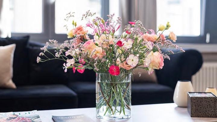 Blumen beim Empfang Zahnarzt Dental Lounge